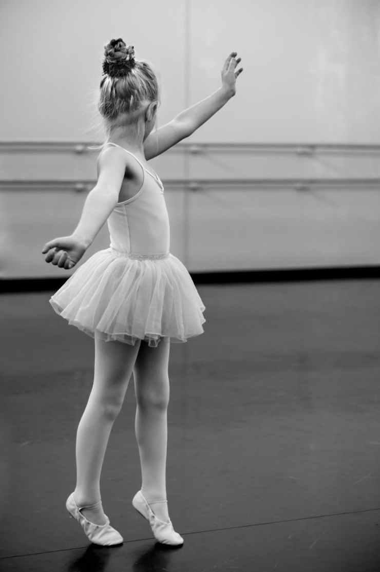 young-girl-ballerina-dance-591679.jpeg